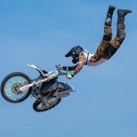 В облаках на мотоцикле :: Андрей Бондаренко