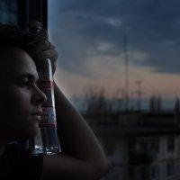Немного заметная печаль во взгляде + водка. :: Сергей Сиванов