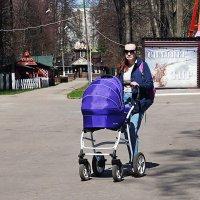 Прогулка в парке :: Лариса