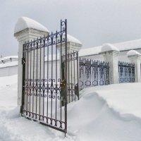 Монастырские ворота :: Галина Каюмова