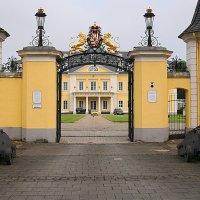 Домик с Окнами в Сад,там где ждёт меня Мама,Папа залпом Орудий встречает меня.   . :: Jakob Gardok