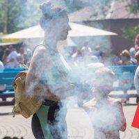 В ароматном дыму шашлыка :: Игорь Чичиль