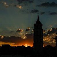 Закат на кафедральной площади :: Анастасия Адамович
