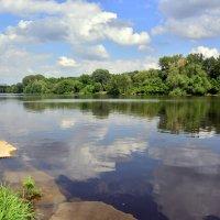 Большой садовый пруд проснулся... :: Anatoley Lunov