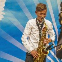 Игра на саксофоне :: Сергей Цветков