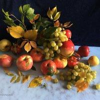 Яблоки и виноград. :: Anna Gornostayeva