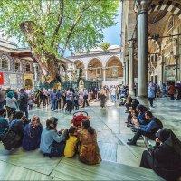 Во дворе мечети Эйюп :: Ирина Лепнёва