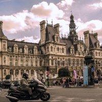Мне в Париж по делу срочно :: Александр Липовецкий