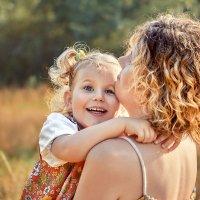 Счастье-когда мама рядом. :: Наталья Мячикова