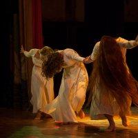 Танец. :: Ольга