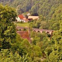 р. Путь, ведущий в долину, волшебный. Это живописное место окружено виноградниками и холмами. :: backareva.irina Бакарева