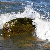 Морская волна набежала на камень :: Маргарита Батырева