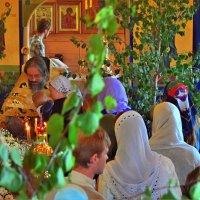 Ах, Троица - святая благодать, в ней жизни свет и в ней живая сила! :: Татьяна Помогалова
