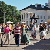История и Современноть - в Верхнем городе летом по выходным :: Leonid Voropaev