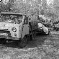 Подготовка к летнему сезону на реке :: Валерий Михмель