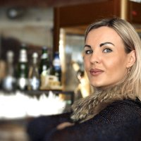 Девушка в баре :: Дмитрий Максимовский