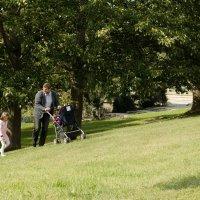 На прогулке с папой :: Светлана Былинович