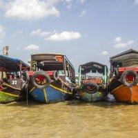 Рыбацкие Вьетнамские лодки... :: Cергей Павлович