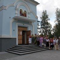 На крыльце Храма :: Наталья Золотых-Сибирская