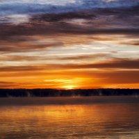 Восход солнца над озером. :: Евгений Тайдаков