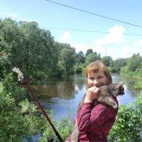 Рыбачка и кот... :: Владимир Павлов