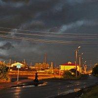 Мой городок  оСТОЛБенел  перед  грозой... :: Людмила Шустова