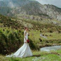 Невеста на фоне гор в Осетии :: Батик Табуев