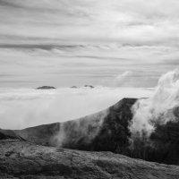 Туман над кратером вулкана Горелый :: Станислав Маун