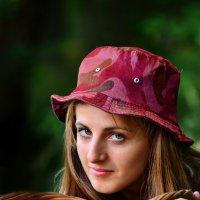 красная шапочка :: Любовь Лыжина