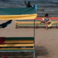 увлекательное чтиво на пляже :: Константин Блохин