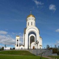 Москва.... На Поклонной горе поутру тишина.... :: Galina Leskova