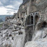 храм,  пещерный город Вардзия, Грузия :: Лариса Батурова