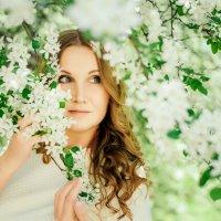 В цветущем саду :: Анастасия Иванова