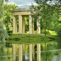 В старинном парке... :: Евгений Яхим