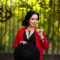 леди в красном :: Ирина Симухова