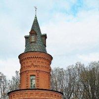 Покровское-Стрешнево. Башня стены :: Евгений