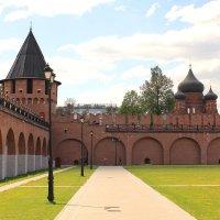 Никитская башня, а за крепостной стеной виден Успенский собор. Тула :: Gen Vel