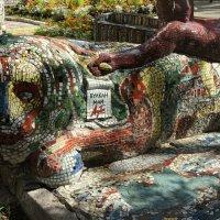 Мозаичный дворик в Петербурге. Оформление скамейки :: Елена Павлова (Смолова)