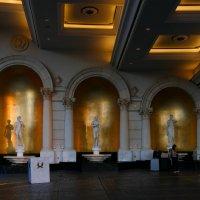У входа во дворец Цезаря (отель Caesars Palace, Лас Вегас) :: Юрий Поляков