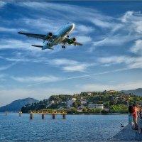 Посадка в аэропорт Керкиры,Корфу,Греция... :: Сергей Величко