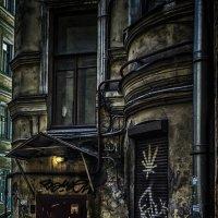 Во дворах Петроградской стороны(2) :: Игорь Свет