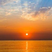 Морской закат. Геленджик. :: Владимир Лазарев