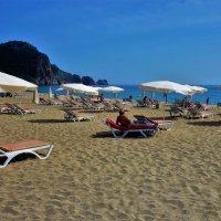 На центральном пляже Клеопатры... :: Sergey Gordoff