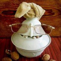Любитель орехов. :: Nata