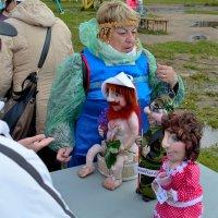 Продавец кукол. :: Александр Зуев