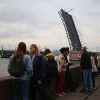 На набережной :: Наталья Герасимова