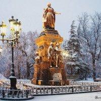Зимний Симферополь... Памятник Екатерине Великой... :: Сергей Леонтьев