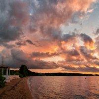 На озере после дождя... :: Александр К.