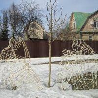 Скульптуры возле драматического театра :: Елена (ЛенаРа)