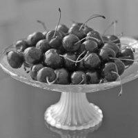Аппетитная черешня :: Marina Pelymskaya